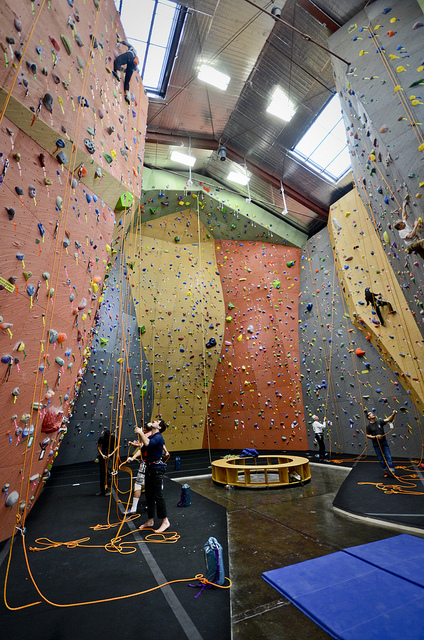 top 5 rock climbing sites in seattle-vertical world